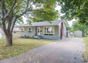 OPEN CONCEPT BUNGALOW WITH WESTERN FACING/FENCED-IN BACKYARD!