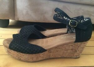 Woman's 7.5 TOMS wedge sandal new