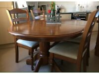 Excellent condition solid Oak dining table and 4 chairs