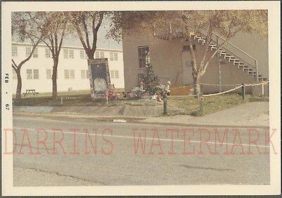 Holiday Color Photo - Vintage Snapshot Color Photo Roadside Holiday Display & Christmas Tree 704061