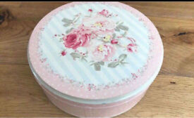 C pretty floral storage box