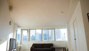 JANUARY--SPACIOUS 3½ -SEMI-FURNISHED-HEART OF MONTREAL.Monthly
