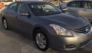 Nissan Altima SL 2011 - No accident and mint - Top model