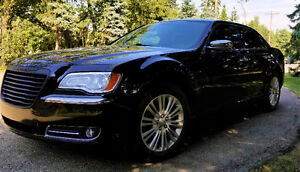 2014 Chrysler 300C Luxury Edition, 5.7 V8 Hemi AWD with 79000 km