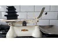 Weylux Vintage White Kitchen Scales with 5 Black weights