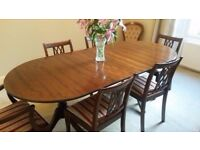 Beautiful Classic Dining Table and Six Chair Set