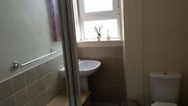 SINGLE BEDROOM TO LET IN FLAT KING STREET (CENTRAL LOCATION)