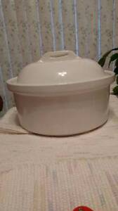 Casserole Dish with lid, Round, NEVER USED