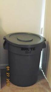 (New) Brute Garbage Can with Lid