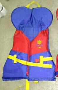 Youth life jacket 60-90 lbs No holds please $15 takes