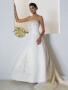 Gorgeous Alfred Angelo Wedding Dress FOR SALE