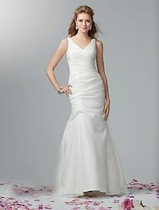 Alfred Angelo Wedding Dress (never worn)