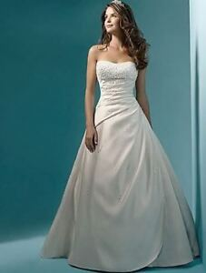 STUNNING WEDDING DRESS VESTIDO DE NOIVA SIZE 8 BRAND NEW $199