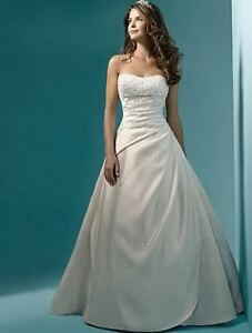STUNNING WHITE WEDDING DRESS SIZE 8 BRAND NEW $199