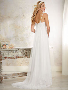 BEAUTIFUL ALFRED ANGELO DESIGNER WEDDING DRESS (Size 4)
