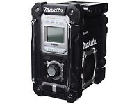 Makita 4.3 out of 5 stars 58 Reviews Makita DMR106B Jobsite Radio with Bluetooth and USB Charger -