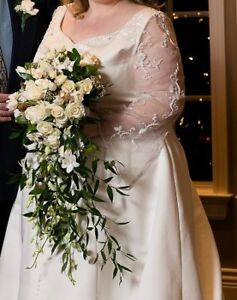 Plus size classic style wedding gown