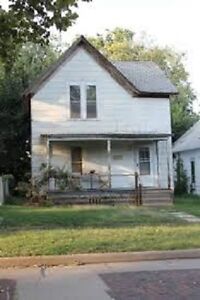 """""""Windsor Cozy 2br House - Ideal for couple or senior"""