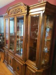 9PC Traditional Dining Room Furniture - Excellent Condition