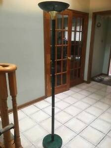FLOOR LAMP VERY GOOD CONDITION FOR SALE