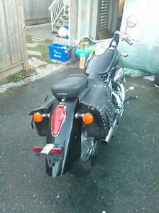 2006 honda shadow 750cc in excellent shapes!!!!!
