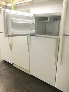 "Ge White Top Freezer 28"" Fridge"