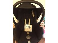 MAXI COSI Car seat and easy fix base. in vgc