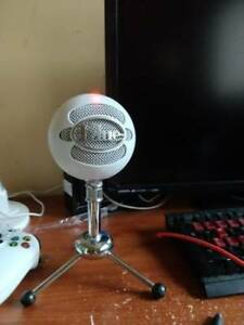 Blue snowball mic White/silver great condition