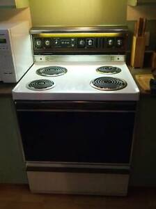 Stove..white in excellent working condition,,