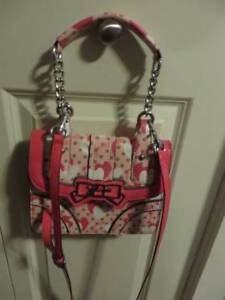 guess purses new condition $ 30