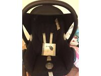 MAXI COSI Car seat and easy fix base. all in vgc nice and clean collect from dagenham essex