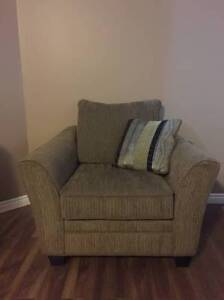 Beautiful arm-chair in excellent condition, barely used!