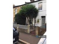 2 bedroom house in Devonshire Road, London, W4 (2 bed)