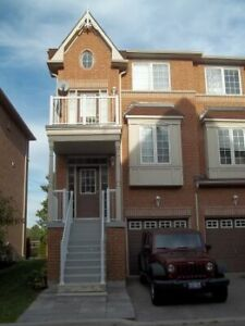 3 Bed End Unit Townhouse in Ajax For April 01, 2019