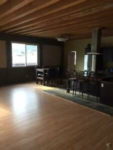 $1700 / 4br - 2500ft Big, bright beautiful space. (trail bc)