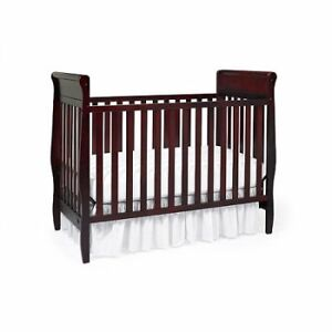 Graco Classic 3 in 1 convertible crib - USED