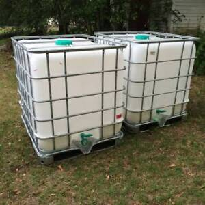 250 Gallon FOOD GRADE water totes used only once. Excellent.