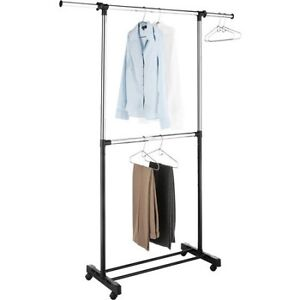 Garment Racks (x2) - Supports à vêtement (x2)