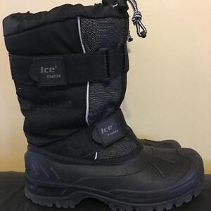 Mens/youth size 7 black winter boots