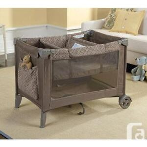 eddie bauer play pen/ play yard with canopy