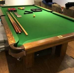 MINT 10/10 PRO STANDARD POOL TABLE PLUS  FULL ACCESSORIES SET