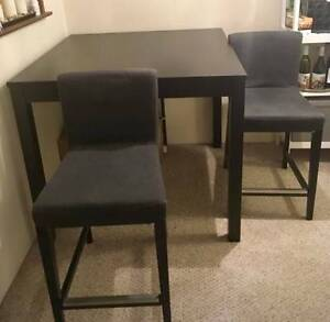 Table and Chairs - Bar Height, Excellent Condition