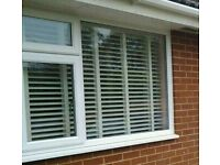Venetian blind with tapes
