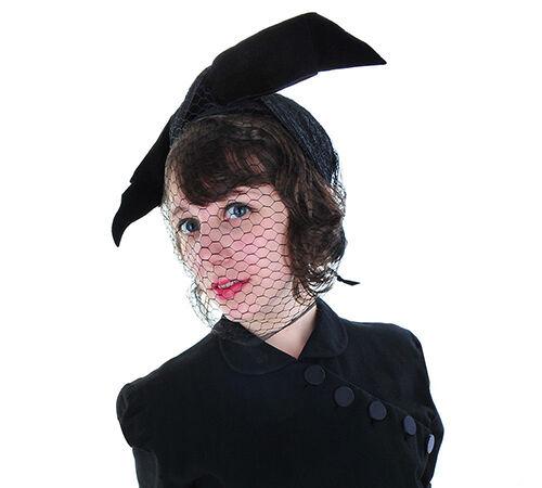 Vintage 1950s Black Velvet Hat