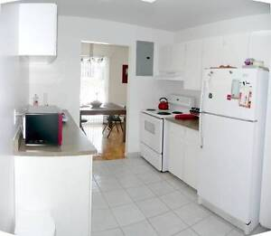 Gorgeous TOWNHOUSE/APT Includes Heat Hot Water Parking
