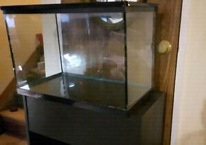 Reptile tank with screen lid for sale $30