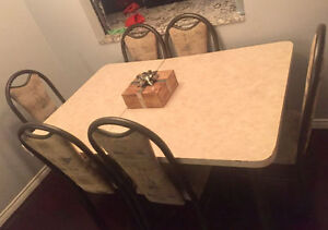 MOVING SALE Kitchen Table & Chairs For Sale!!!
