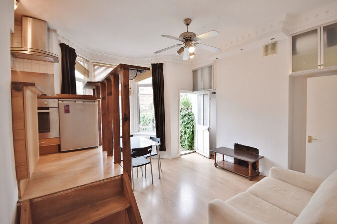 Newly redecorated 1 bedroom flat with large garden in Fulham. Council tax and water included