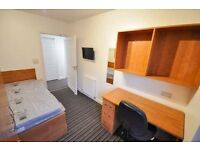 1 bedroom available in a 4 bedroom flat