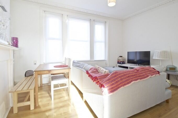 3 BEDROOM FLAT WITH 2 BATHROOMS TO RENT IN CROUCH END N8